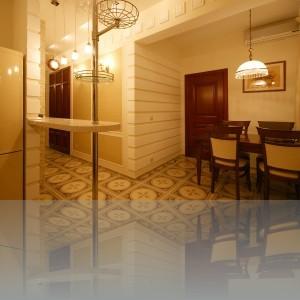 коридор, столовая, дверь в спальню