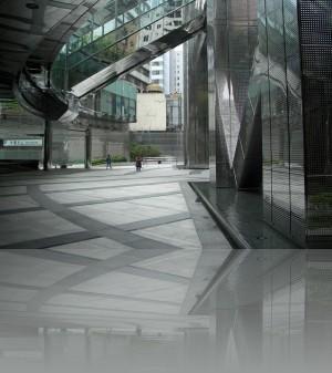 Внизу- нержавейка, вверху- 70 этажей стекла