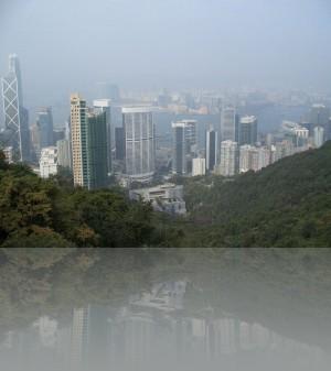 Перед нами-остров Гонконг, вдали-Коолун