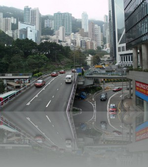 Жилья на самом острове Гонконг всем не хватает