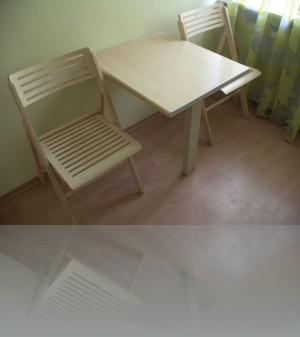 И стулья и стол- всё складывается
