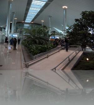 Аэропорт, ну как же без зелени и уголков отдыха