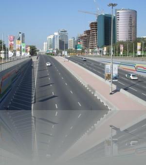И дороги там тоже не так пустынны, но московские пробки самые-самые в мире...