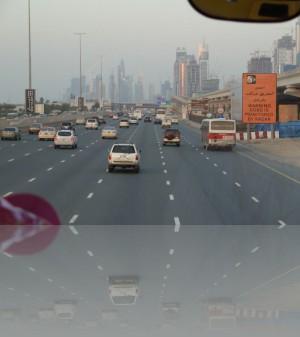 7 полос в центр Дубая и 7 в сторону Абу-Даби