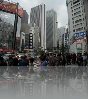 Токийские небоскрёбы с уровня человеческой жизни