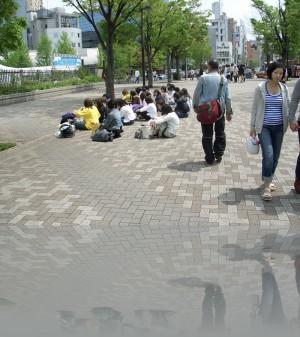 Лавки-скамейки в Токио- это редкость