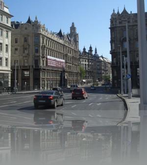 Улица переходит в Ракоши, писать венгерское название смысла нет