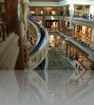 Торговый центр. Эскалаторы радиусные