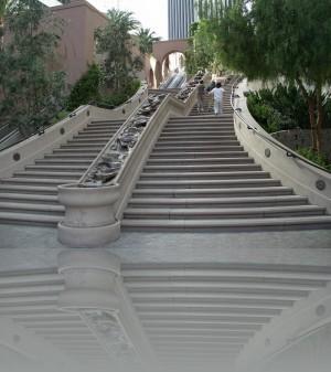 Если вверх тяжело, слева эскалатор