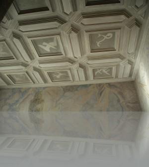 Потолок в деталях