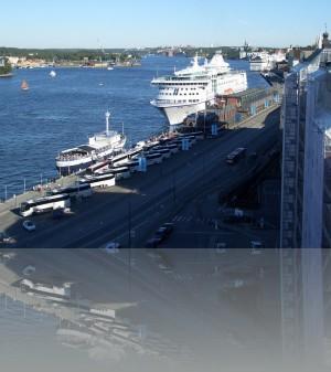 Вдоль северной части Сёдермальма швартуются и более крупные лайнеры