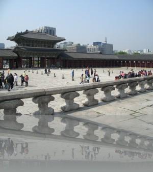 Туристов здесь не так много как в пекинском Запретном городе