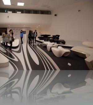 В одном из залов выставка самой Захи Хадид